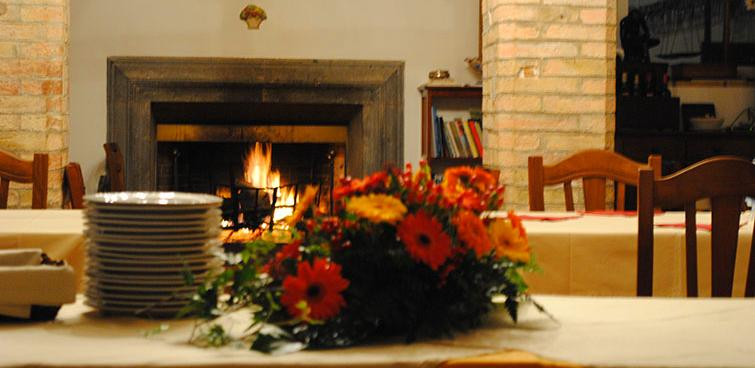 farmhouse-with-fireplace-perugia-umbria-italy