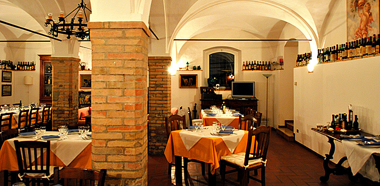 breakfast-room-country-house-italy-umbria-perugia